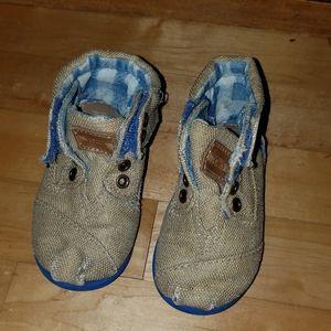 TOMS size 5 toddler boy burlap boots